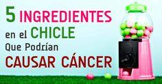 Aspartame, caseinato de calcio, dióxido de titanio y base de goma son algunos de los ingredientes más comunes en la goma de mascar que podrían causar cáncer. http://articulos.mercola.com/sitios/articulos/archivo/2015/05/24/goma-de-mascar-y-riesgo-de-cancer.aspx