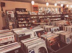 Vinyl Shelf, Vinyl Storage, Vinyl Record Shop, Vinyl Records, Music Aesthetic, Retro Aesthetic, Lana Del Rey Vinyl, Concert Crowd, Cool Album Covers