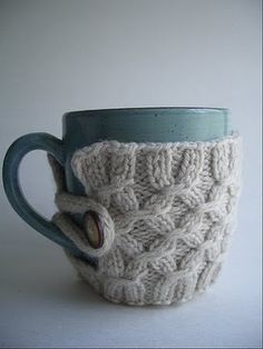 I just love that little thing... I'd love one for all my many cups! :)