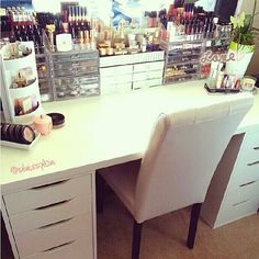OMG- my makeup table could never be this clean... or could it?!?!