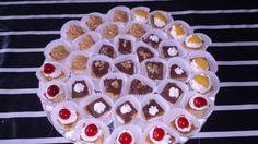 Masas finas de bizcocho: con nata y cereza, dulce de leche y nueces, nata y melocotón, dulce de leche con nata y dulce de leche