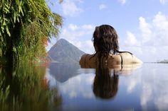 Jade Mountain, un des plus beaux hôtels des Petites Antilles. Vue magnifique sur les Twin Peaks.