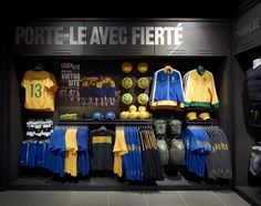 Nike Bootroom Paris Source by erincolorshow store Clothing Store Interior, Clothing Store Displays, Retail Store Design, Retail Shop, Sportswear Store, Soccer Store, Visual Merchandising Displays, Sport Outfits, Kids Outfits