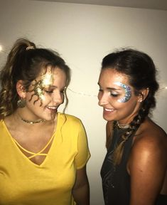 Sun and moon makeup Sonne und Mond Make-up Duo Costumes, Halloween Inspo, Last Minute Halloween Costumes, Group Halloween Costumes, Cute Halloween, Halloween Outfits, Costumes For Women, Halloween Makeup, Toga Party Costume