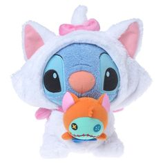 i might as well die of overjoyed cuteness right now! Stitch in a Marie costume from The Aristocats! Lilo Stitch, Stitch Disney, Cute Stitch, Disney Plush, Disney Toys, Disney Movies, Disney And Dreamworks, Disney Pixar, Peluche Stitch