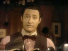 Data <3 (In a bow tie no less!! <3)
