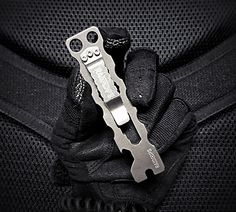 A Raidops titanium baby beast of a pry bar multi-tool with close quarters battle (CQB) applications. Permissive, low pro and EDCable. Urban Survival Kit, Survival Knife, Edc Gadgets, Cool Gadgets, Keychain Tools, Keychains, Tac Gear, Edc Everyday Carry, Edc Tools