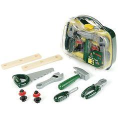 Der Bosch Werkzeugkoffer für die kleinsten Handwerker ist gefüllt mit ungefährlichem Werkzeug aus Kunststoff. <br /> <br /> Inhalt:<br /> Hammer, Säge, Schraubendreher, Schraubenschlüssel und Zange<br /> Latten, Schrauben, Muttern<br /> <br /> Größe: 27 x 23 x 10 cm