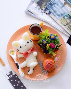 Kawaii bento ❤ looks yummy and tasty Japanese Food Art, Japanese Sweets, Bento Recipes, Bento Ideas, Cute Bento Boxes, Kawaii Cooking, Kawaii Dessert, Kawaii Bento, Sushi Art