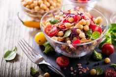 Se você segue uma alimentação vegana e quer ideias de pratos livres de qualquer alimento de origem a... - Luciana Costa