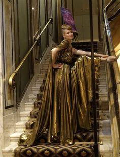 Couture Salon 2020 - Kleider für den Wiener Opernball - Happyface313 Christian Lacroix, Johann Strauss, Vienna, Opera, Statue, Couture, Drawing Rooms, Swarovski Jewelry, Masquerade Ball