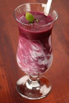 Cherry Cheesecake Vi Shake 2 scoops of Visalus Vi-Shape nutritional shake mix, 12 oz almond milk, 3/4 cup frozen cherries, 1 tb whipped cream cheese, 1 graham cracker sheet and a drop of vanilla extract… 310 calories!