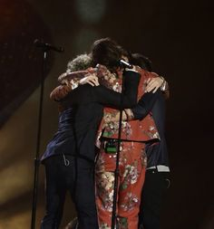 One Direction group hug on stage at The X Factor Final (last big event before the break) - 12/13/15