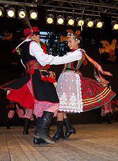 TKB - Pilsko z Żywca 04 - National costumes of Poland - Wikipedia Polish Clothing, Folk Clothing, Historical Clothing, Polish Embroidery, International Dance, Polish Folk Art, Costumes Around The World, Krakow Poland, Professional Dancers