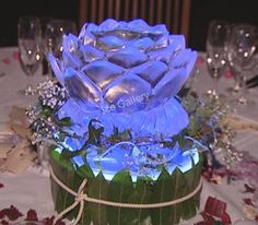 An easy business to start in the production of crystal clear ice sculptures. Snow Sculptures, Ice Molds, Starting A Business, Perfect Wedding, Crystals, Flowers, Freezer, Lotus, Ice