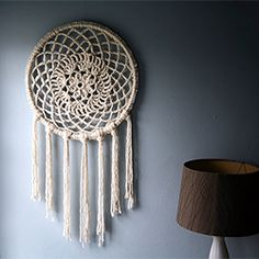 Crochet this oversized dreamcatcher to catch all your big dreams. Crochet Home, Love Crochet, Crochet Crafts, Crochet Doilies, Crochet Projects, Diy Crochet, Dreamcatchers, Crochet Dreamcatcher, Macrame Owl