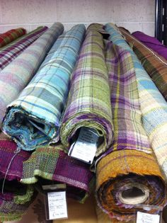 Fabulous tartan Tartan Decor, Tartan Plaid, Weaving Textiles, Textile Fabrics, Woven Blankets, Outer Hebrides, Scottish Tartans, Wool Socks, Harris Tweed