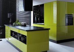 https://www.maxkuchnie.pl/galeria/kuchnia-otwarta/ Intensywna zieleń w połączeniu z ciemnymi dodatkami. Energia koloru, styl i nowoczesność.