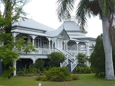 Old Queenslander in Maryborough (birth place of PL Travers, Mary Poppins author. Photo from Helsie's Happenings: OLD QUEENSLANDERS Source by carolynbiggins we hate news more than you do. Australian Architecture, Australian Homes, Brisbane, Future House, My House, Dock House, Queenslander House, Weatherboard House, British Colonial