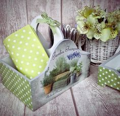 Decoupage Letters, Decoupage Box, Decoupage Vintage, Vintage Crafts, Wooden Painting, Altered Tins, Stencils, Diy And Crafts, Handmade Gifts