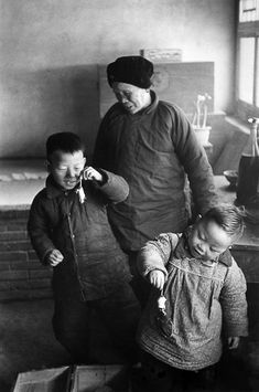 Marc Riboud  - Children playing with mice, suburb of Beijing, 1957