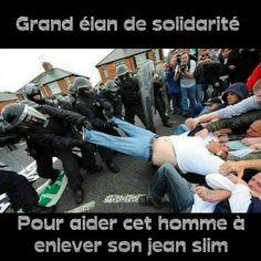 Grand élan de solidarité pour aider cet homme à enlever son jean slim !