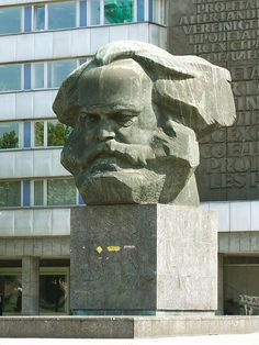 Karl Marx monument - Chemnitz - (ex) East Germany Karl Marx, Outdoor Sculpture, Sculpture Art, Socialist Realism, East Germany, Stone Crafts, Mammals, Street Art, History