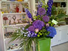 Corporate purple flowers by Atelier Floristic Aleksandra concept Alexandra Crisan