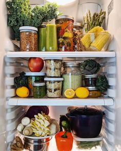 10 Refrigerator-Organization Hacks to Keep Your Kitchen as Clean as Can Be Clean Eating Recipes For Dinner, Clean Eating Breakfast, Clean Eating Meal Plan, Clean Eating Snacks, Healthy Eating, Refrigerator Organization, Kitchen Organization Pantry, Recipe Organization, Organization Hacks