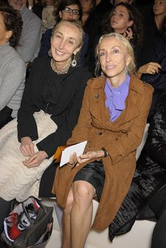Carla Sozzani and Vogue Italia's Franca Sozzani at Chloe S09 RTW