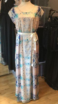 Custom made dress for a summer wedding in LottaNiemi print