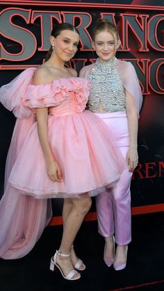 "Millie Bobby Brown and Sadie Sink attend the ""Stranger Things"" Season 3 World Premiere on June 2019 in Santa Monica, California. Get premium, high resolution news photos at Getty Images Stranger Things Actors, Bobby Brown Stranger Things, Stranger Things Aesthetic, Stranger Things Funny, Stranger Things Netflix, Stranger Things Premiere, Stranger Things Season 3, Teen Vogue, Millie Bobby Brown"