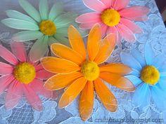 FREE PHOTO TUTORIAL ~ Nylon flower daisy (flower tutorial) - Craftionary