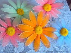 FREE PHOTO TUTORIAL ~ Nylon flower daisy (flower tutorial) - Craftionary