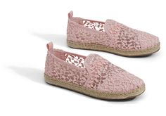 The Deconstructed Alpargata takes our classic style and loosens it up a bit. The exposed seams add a little edge and nonchalance, while the lace gives it just a touch of elegance. All this adds up to a very Southern California slip-on.