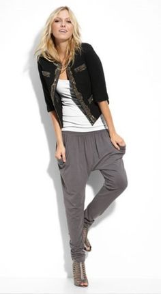 0-harem_pants_out_worn_jessica_alba_victoria_beckham_pants_baggy_top_tapered_bottom_think_look_fashion_forward_bring_back_days_mc_hammer_vote_whether_think_tr.jpg (361×659)