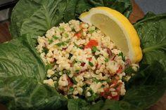 A tabulé egy hihetetlenül friss saláta. Megtalálható benne minden jó, amitől a mediterrán és közel-keleti konyhát szeretjük. Egyszerű, eredeti recept itt! Vegan Vegetarian, Vegetarian Recipes, Paleo, Salad Dressing, Guacamole, Potato Salad, Healthy Life, Cabbage, Grains