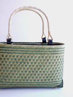Woven Baskets, Basket Weaving, African Accessories, Bamboo Crafts, Basket Bag, African Beads, Rattan, Louis Vuitton Damier, Tote Bag