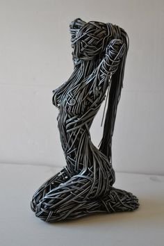 jedavu:Breathtaking Wire Sculptures Capture the Fluidity of the Human BodyEnglish artist Richard Stainthorp captures the beautiful energy and fluidity of the human body using wire. The life-sized sculptures feature both figures in motion and at rest, expressed in the form of large-gauged strands that are densely wrapped around and through one another. By doing this, he gives the work an undeniable presence. Stainthorp also allows the bent wires to shine by keeping their metallic appearance…