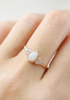 Love, love, love this... I don't want a diamond, I want an opal engagement ring... (maybe just in white gold)