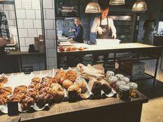 RØST Bakery & Café tarjoaa Rotermanni-korttelissa esimerkiksi ostosten teon lomassa herkullista pientä purtavaa. Paikka on skandinaavisen tyylinen. Tarjolla on hyvää kahvia, leivonnaisia ja pientä suolaista. #rost #tallinna #eckeröline Interior Work, Signage Design, Shop Window Displays, Shop Plans, Best Hotels, Vintage Shops, Trip Advisor, How To Memorize Things, Restaurant