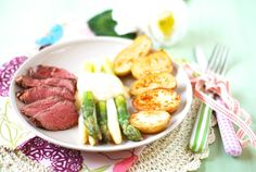 Chřest s holandskou omáčkou, steakem a opékanými bramborami od Florentyny Tuna, Steak, Fish, Dinner, Alcohol, Dining, Food Dinners, Atlantic Bluefin Tuna, Steaks