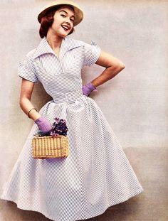 襟元が特徴的で女性らしさを+|MERY [メリー]