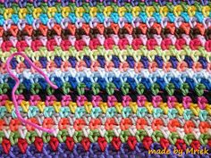 made by Mriek: Moss stitch tutorial--single crochet/chain 1 alternating each row Crochet Stitches For Blankets, Crochet Stitches Patterns, Baby Blanket Crochet, Knitting Stitches, Stitch Patterns, Knitting Patterns, Afghan Patterns, Crochet Chain, Knit Or Crochet