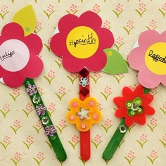 Wednesday Wonder! Plant bulbs as pretty Christmas gifts with Flower Belle's printable Flower Labels! http://magicbelles.com/flutterbudclub/special-wonders/brilliant-bulbs