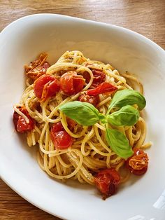 Tomato Pasta Bake, Feta Pasta, Pasta Recipes, Vegan Recipes, Cook N, Everyday Food, Healthy Snacks, Food And Drink, Lunch