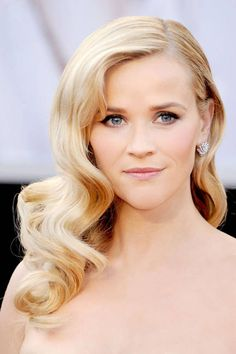 Reese Witherspoon, pretty wavy hair and make-up