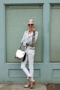 WHO: Linda Rodin — Stylist, model, former Harper's Bazaar Fashion Editor, creator of beauty brand Rodin. WHY SHE'S FOXY: She's a bombshell with bett Older Women Fashion, Sexy Older Women, Fashion Tips For Women, Womens Fashion, New Outfits, Trendy Outfits, Over 60 Fashion, Conservative Fashion, Fashion Editor