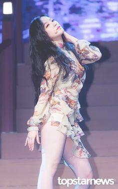 South Korean Girls, Korean Girl Groups, How To Speak Korean, Soo Jin, Get Skinny Legs, Soyeon, Hottest Photos, K Idols, Girl Pictures