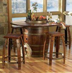 Mesa y bancos con barriles